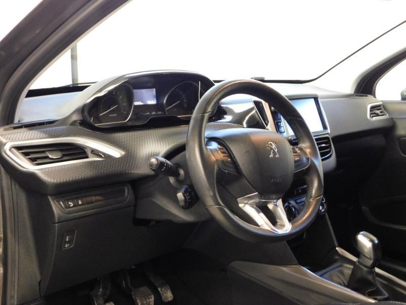 Photo 11 de l'offre de PEUGEOT 2008 1.2 PureTech 82ch Style à 12890€ chez Autovia Véhicules Multimarques