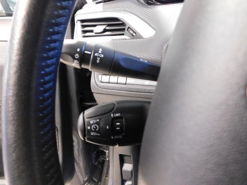 Photo 16 de l'offre de PEUGEOT 2008 1.2 PureTech 82ch Style à 12890€ chez Autovia Véhicules Multimarques