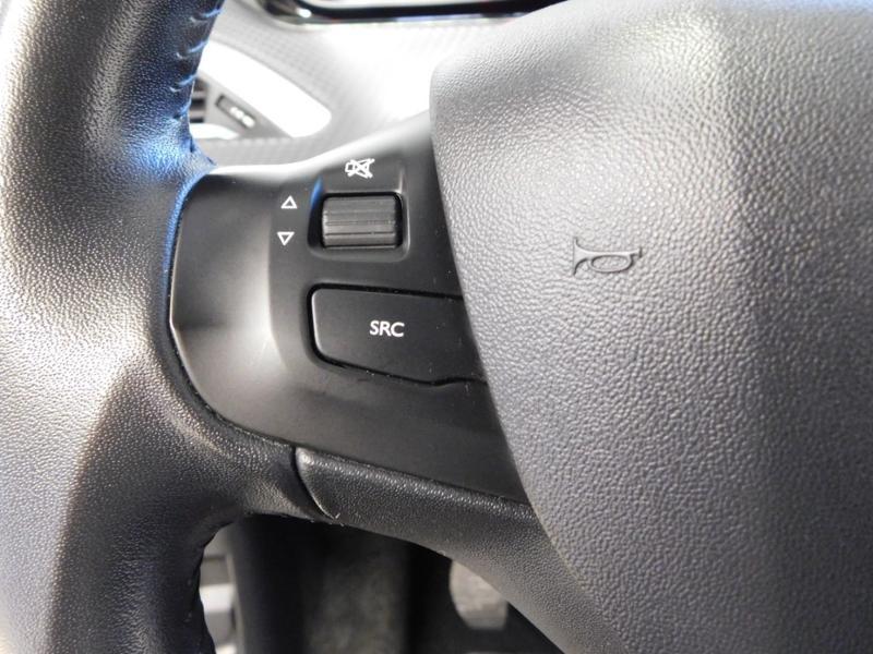 Photo 18 de l'offre de PEUGEOT 2008 1.2 PureTech 82ch Style à 12890€ chez Autovia Véhicules Multimarques