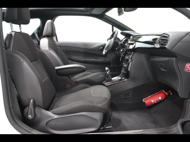 Photo 8 de l'offre de CITROEN DS3 Cabrio PureTech 82ch So Chic à 12990€ chez Autovia Véhicules Multimarques