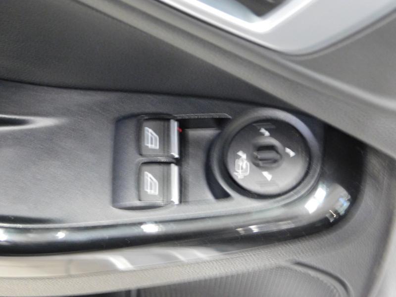 Photo 12 de l'offre de FORD Fiesta 1.5 TDCi 95ch FAP Titanium 5p à 10490€ chez Autovia Véhicules Multimarques