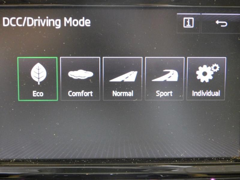 Photo 27 de l'offre de SKODA Superb 2.0 TDI190 SCR Greentec Laurin&Klement DSG à 18490€ chez Autovia Véhicules Multimarques