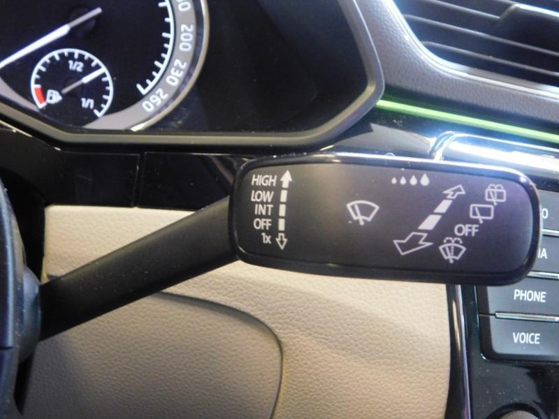 Photo 15 de l'offre de SKODA Superb 2.0 TDI190 SCR Greentec Laurin&Klement DSG à 18490€ chez Autovia Véhicules Multimarques