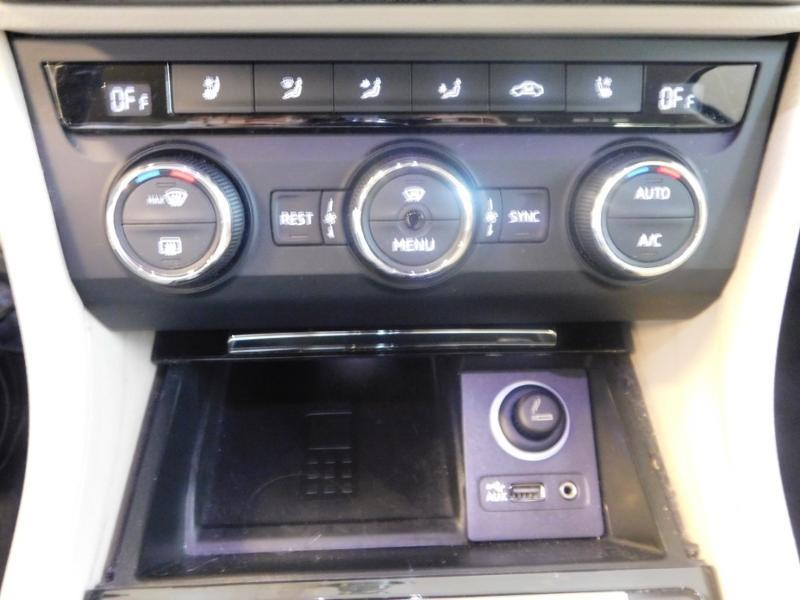 Photo 19 de l'offre de SKODA Superb 2.0 TDI190 SCR Greentec Laurin&Klement DSG à 18490€ chez Autovia Véhicules Multimarques