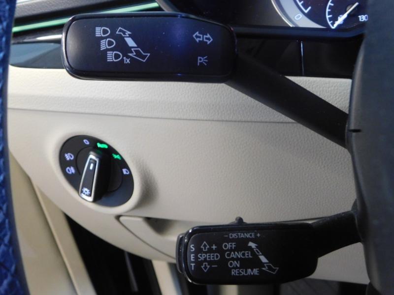 Photo 14 de l'offre de SKODA Superb 2.0 TDI190 SCR Greentec Laurin&Klement DSG à 18490€ chez Autovia Véhicules Multimarques