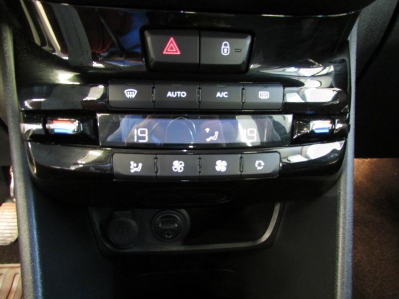 Photo 11 de l'offre de PEUGEOT 2008 1.6 e-HDi92 FAP Allure à 10390€ chez Autovia Véhicules Multimarques