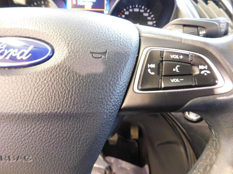 Photo 14 de l'offre de FORD Kuga 1.5 TDCi 120ch Stop&Start Titanium 4x2 à 18490€ chez Autovia Véhicules Multimarques