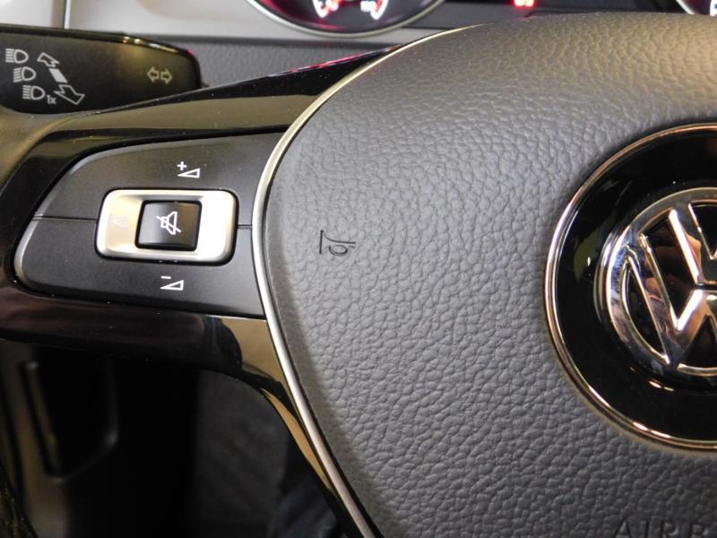 Photo 18 de l'offre de VOLKSWAGEN Golf 1.6 TDI 105ch BlueMotion Technology FAP Trendline 5p à 15490€ chez Autovia Véhicules Multimarques