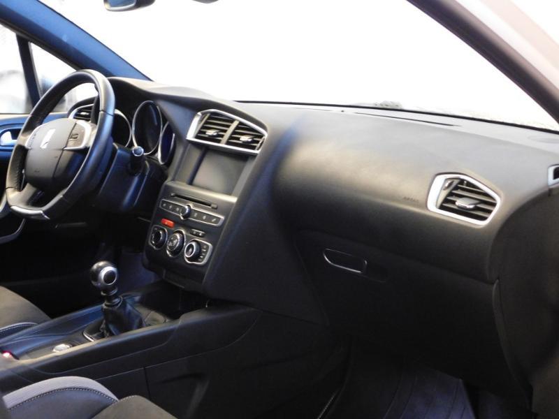 Photo 12 de l'offre de DS DS 4 BlueHDi 120ch Performance line S&S à 17490€ chez Autovia Véhicules Multimarques