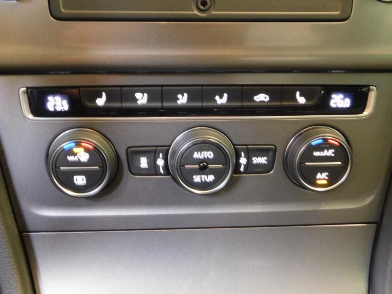 Photo 19 de l'offre de VOLKSWAGEN Golf 1.6 TDI 105ch BlueMotion Technology FAP Trendline 5p à 15490€ chez Autovia Véhicules Multimarques