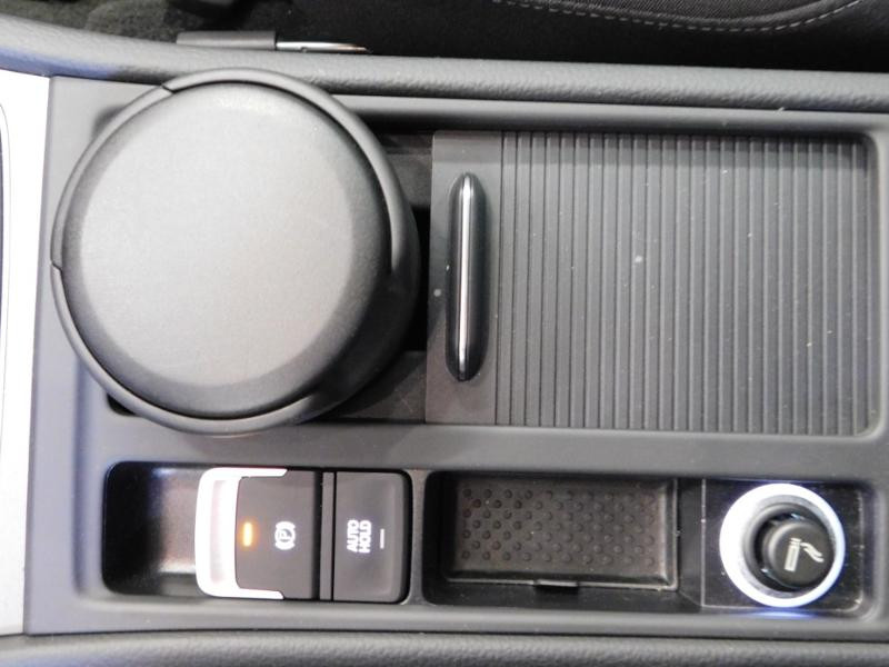Photo 22 de l'offre de VOLKSWAGEN Golf 1.6 TDI 105ch BlueMotion Technology FAP Trendline 5p à 15490€ chez Autovia Véhicules Multimarques