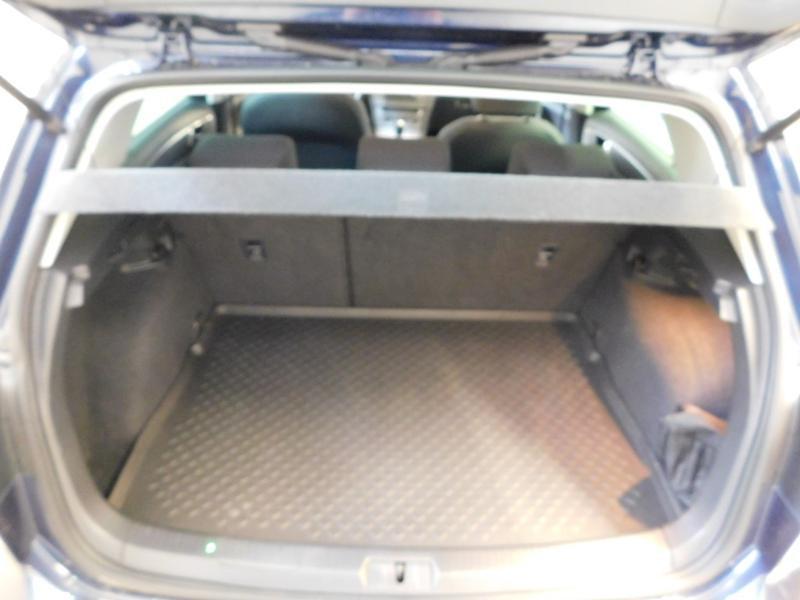 Photo 11 de l'offre de VOLKSWAGEN Golf 1.6 TDI 105ch BlueMotion Technology FAP Trendline 5p à 15490€ chez Autovia Véhicules Multimarques