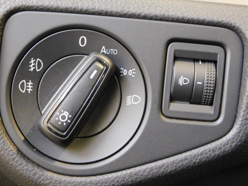 Photo 14 de l'offre de VOLKSWAGEN Golf 1.6 TDI 105ch BlueMotion Technology FAP Trendline 5p à 15490€ chez Autovia Véhicules Multimarques
