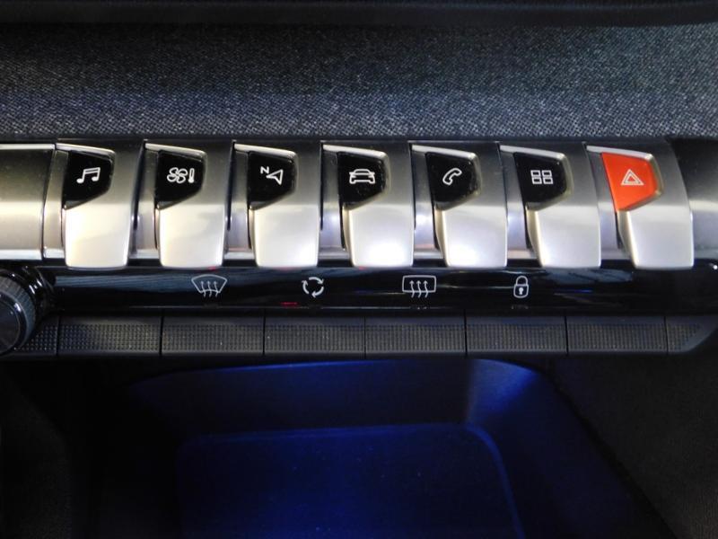 Photo 16 de l'offre de PEUGEOT 3008 1.5 BlueHDi 130ch E6.c Allure S&S à 24890€ chez Autovia Véhicules Multimarques