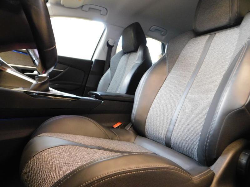 Photo 9 de l'offre de PEUGEOT 3008 1.5 BlueHDi 130ch E6.c Allure S&S à 24890€ chez Autovia Véhicules Multimarques