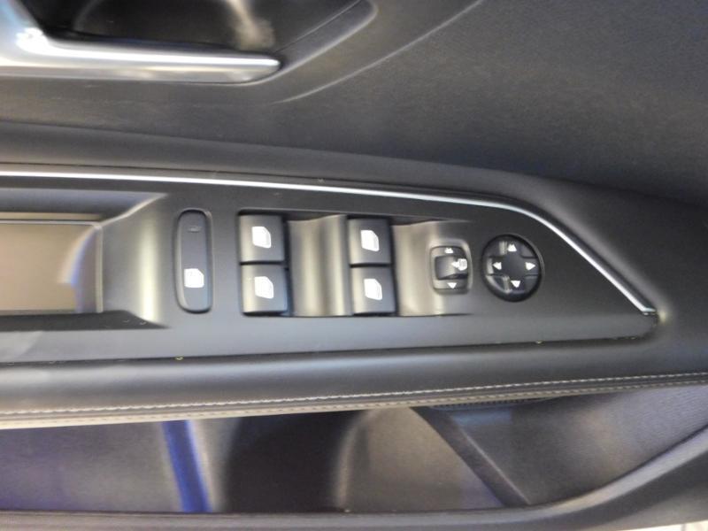 Photo 11 de l'offre de PEUGEOT 3008 1.5 BlueHDi 130ch E6.c Allure S&S à 24890€ chez Autovia Véhicules Multimarques