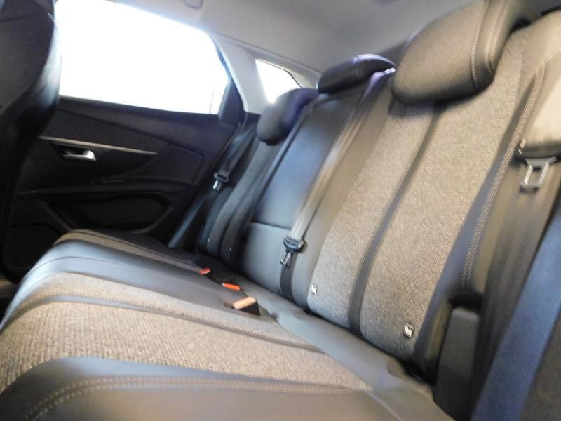 Photo 10 de l'offre de PEUGEOT 3008 1.5 BlueHDi 130ch E6.c Allure S&S à 24890€ chez Autovia Véhicules Multimarques