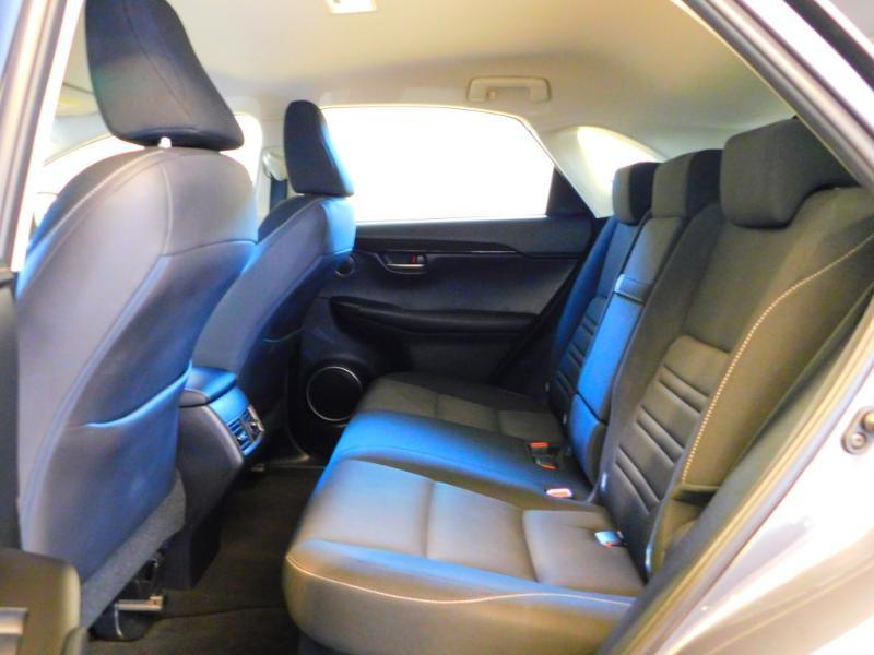 Photo 3 de l'offre de LEXUS NX 300h 2WD Pack Business à 24990€ chez Autovia Véhicules Multimarques
