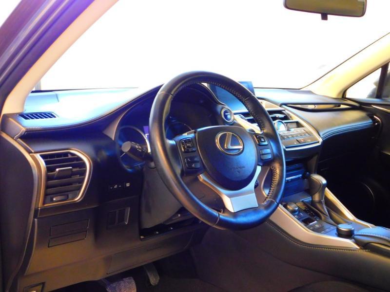 Photo 9 de l'offre de LEXUS NX 300h 2WD Pack Business à 24990€ chez Autovia Véhicules Multimarques