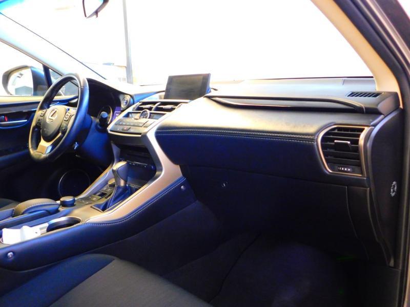 Photo 10 de l'offre de LEXUS NX 300h 2WD Pack Business à 24990€ chez Autovia Véhicules Multimarques