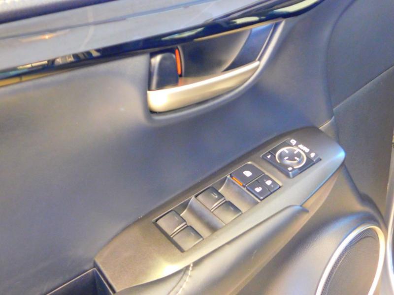 Photo 12 de l'offre de LEXUS NX 300h 2WD Pack Business à 24990€ chez Autovia Véhicules Multimarques