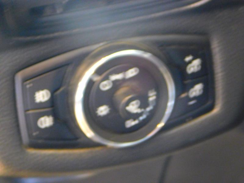 Photo 12 de l'offre de FORD B-MAX 1.0 SCTi 100ch EcoBoost Stop&Start Edition à 9890€ chez Autovia Véhicules Multimarques