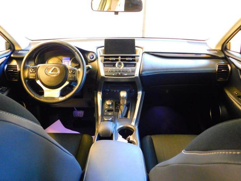 Photo 2 de l'offre de LEXUS NX 300h 2WD Pack Business à 24990€ chez Autovia Véhicules Multimarques