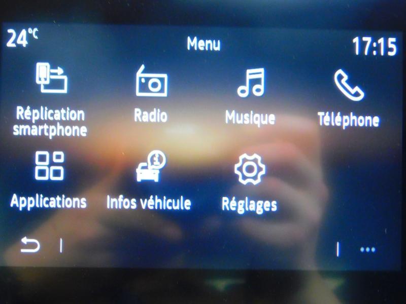 Photo 20 de l'offre de RENAULT Clio 1.0 TCe 100ch Zen à 13990€ chez Autovia Véhicules Multimarques