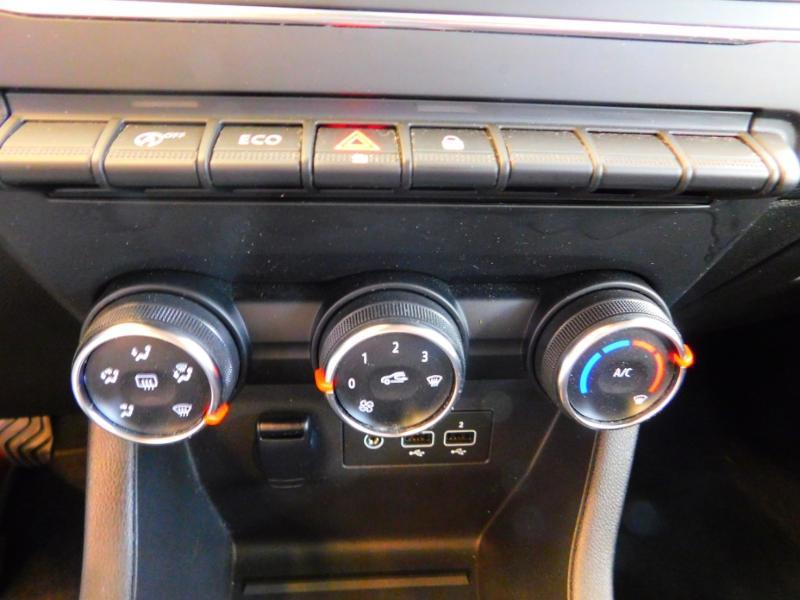 Photo 17 de l'offre de RENAULT Clio 1.0 TCe 100ch Zen à 13990€ chez Autovia Véhicules Multimarques