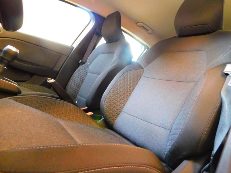 Photo 10 de l'offre de RENAULT Clio 1.0 TCe 100ch Zen à 13990€ chez Autovia Véhicules Multimarques