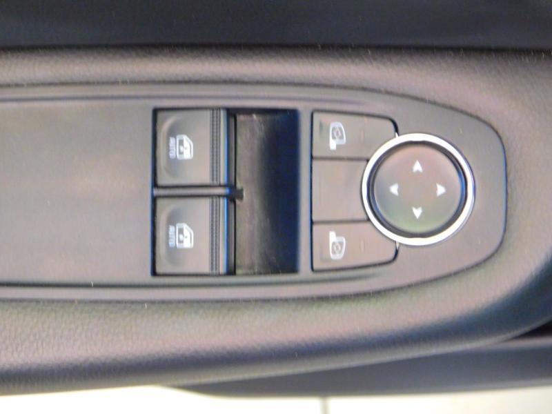 Photo 8 de l'offre de RENAULT Clio 1.0 TCe 100ch Zen à 13990€ chez Autovia Véhicules Multimarques