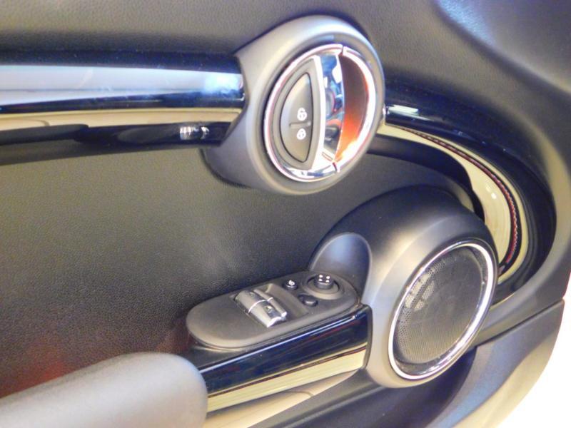 Photo 11 de l'offre de MINI Mini John Cooper Works 231ch BVAS à 30900€ chez Autovia Véhicules Multimarques