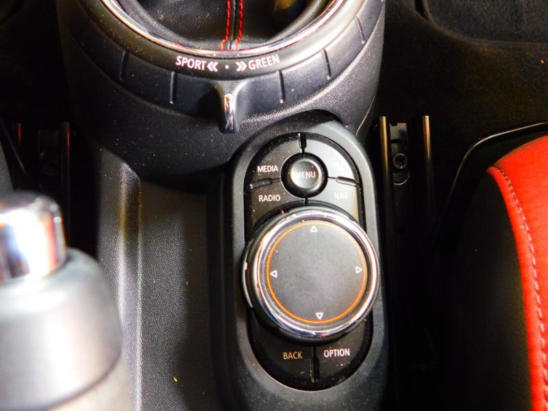 Photo 17 de l'offre de MINI Mini John Cooper Works 231ch BVAS à 30900€ chez Autovia Véhicules Multimarques