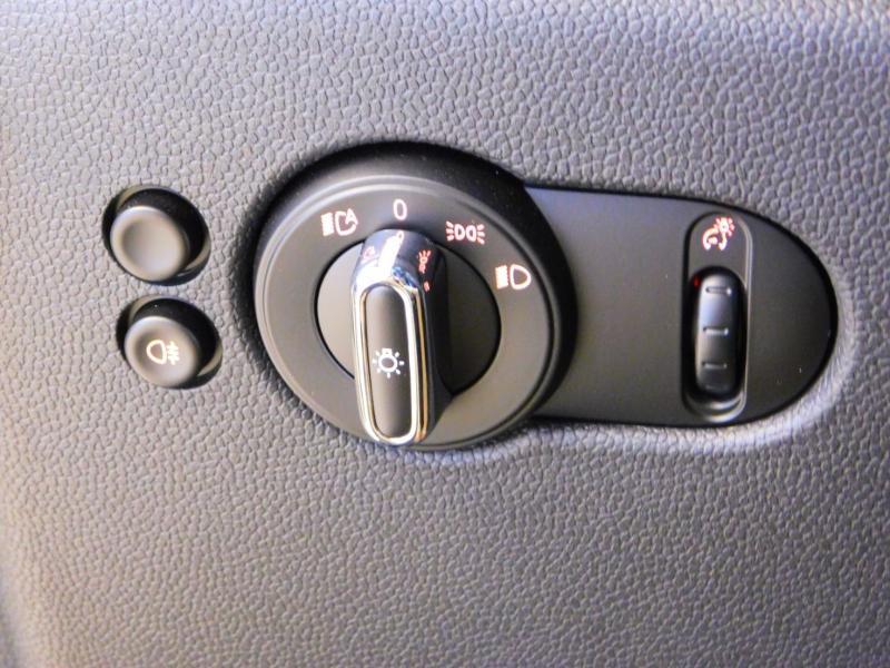 Photo 12 de l'offre de MINI Mini John Cooper Works 231ch BVAS à 30900€ chez Autovia Véhicules Multimarques