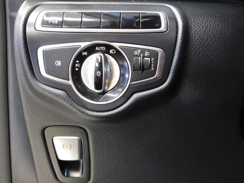 Photo 16 de l'offre de MERCEDES-BENZ Classe V 220 CDI Long 7G-Tronic Plus à 34900€ chez Autovia Véhicules Multimarques