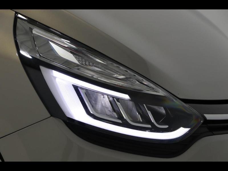 Photo 8 de l'offre de RENAULT Clio 1.2 TCe 120ch energy Initiale Paris EDC 5p à 16990€ chez Autovia Véhicules Multimarques