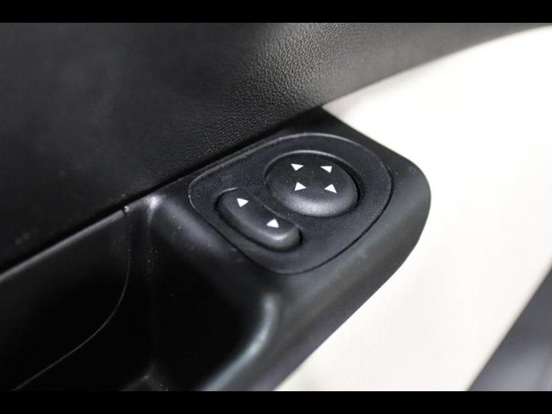 Photo 13 de l'offre de FIAT 500 1.3 Multijet 16v 95ch DPF S&S Riva (volant bois) à 15990€ chez Autovia Véhicules Multimarques