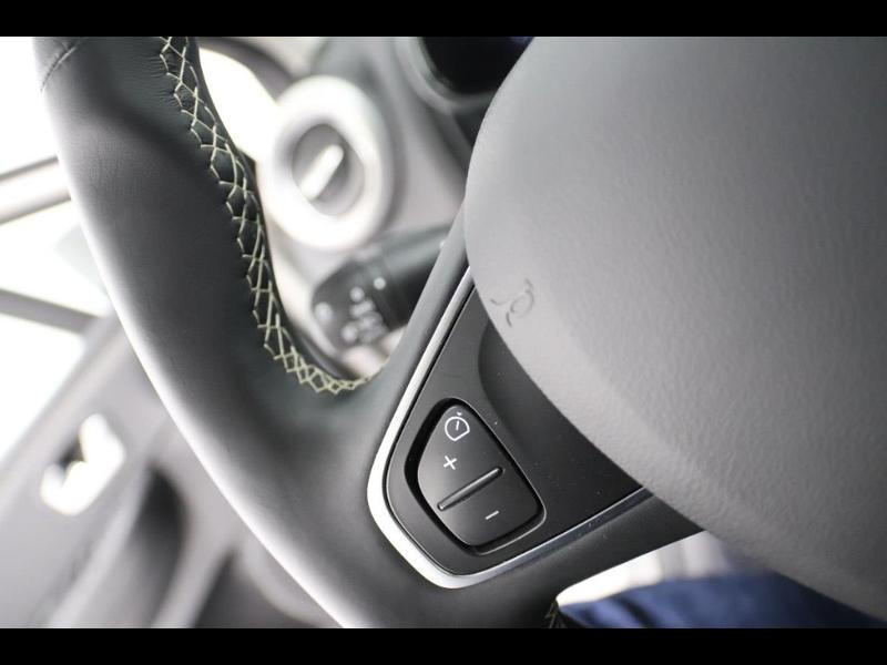 Photo 19 de l'offre de RENAULT Clio 1.2 TCe 120ch energy Initiale Paris EDC 5p à 16990€ chez Autovia Véhicules Multimarques