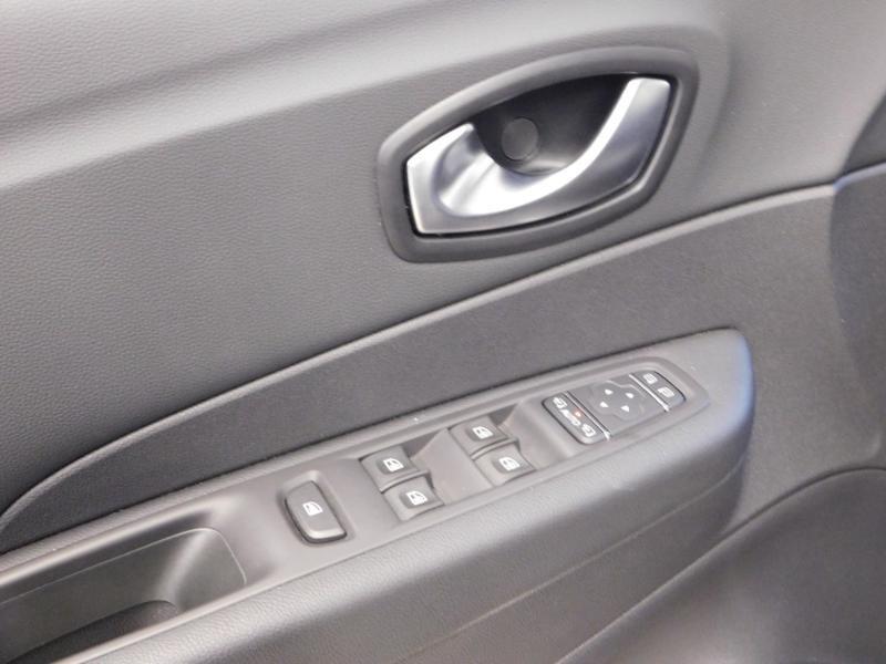 Photo 14 de l'offre de RENAULT Captur 1.3 TCe 130ch FAP Intens à 15990€ chez Autovia Véhicules Multimarques