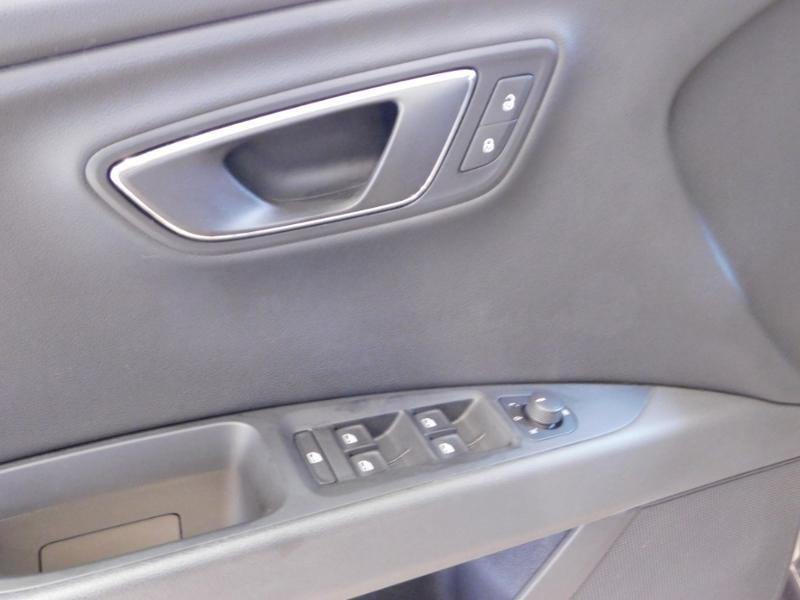 Photo 13 de l'offre de SEAT Leon 1.2 TSI 110ch Connect Start&Stop à 12990€ chez Autovia Véhicules Multimarques