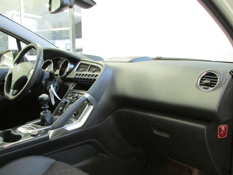 Photo 8 de l'offre de PEUGEOT 3008 1.6 BlueHDi 120ch Allure S&S à 14290€ chez Autovia Véhicules Multimarques