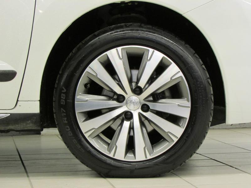 Photo 4 de l'offre de PEUGEOT 3008 1.6 BlueHDi 120ch Allure S&S à 14290€ chez Autovia Véhicules Multimarques