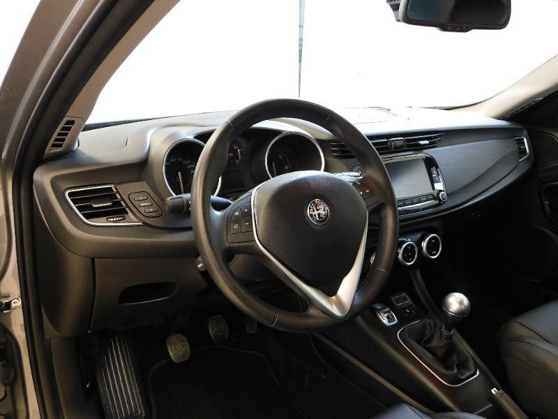 Photo 8 de l'offre de ALFA ROMEO Giulietta 2.0 JTDm 150ch Business Stop&Start à 16490€ chez Autovia Véhicules Multimarques