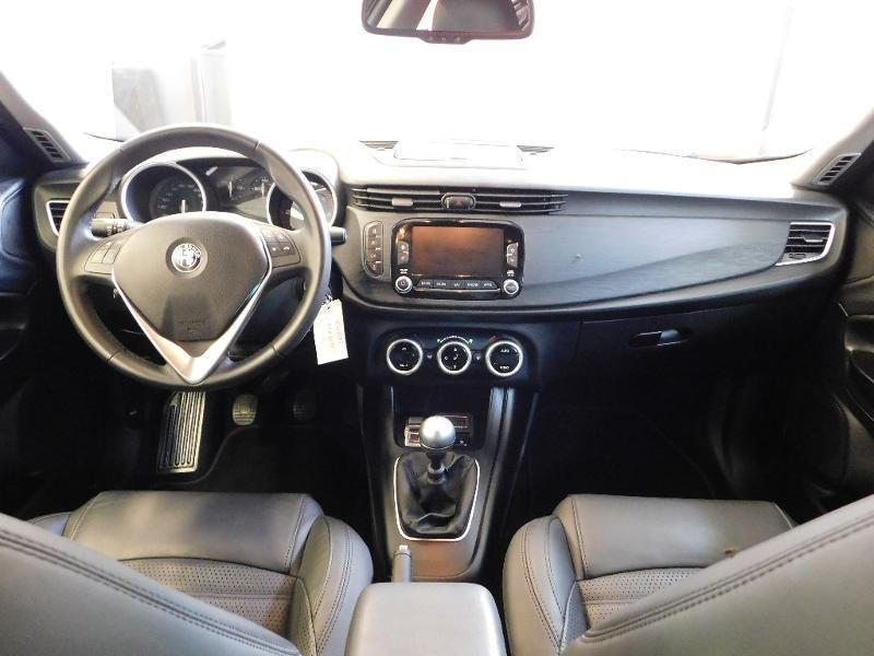 Photo 2 de l'offre de ALFA ROMEO Giulietta 2.0 JTDm 150ch Business Stop&Start à 16490€ chez Autovia Véhicules Multimarques