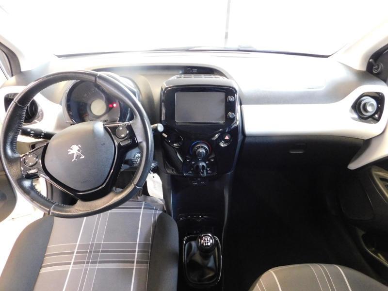 Photo 2 de l'offre de PEUGEOT 108 1.0 VTi Style 3p à 8290€ chez Autovia Véhicules Multimarques