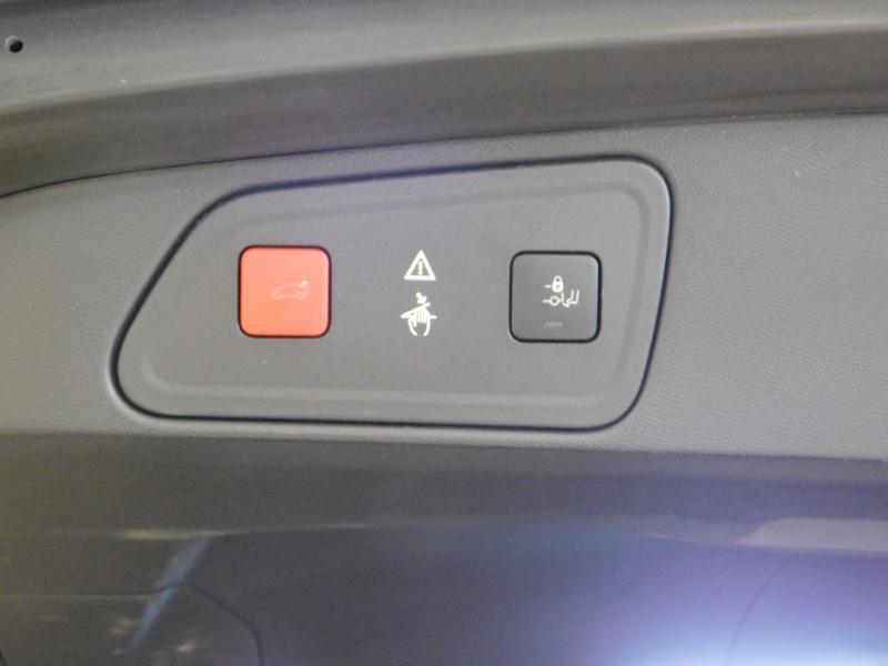 Photo 12 de l'offre de PEUGEOT 3008 2.0 BlueHDi 180ch GT S&S EAT6 à 24990€ chez Autovia Véhicules Multimarques