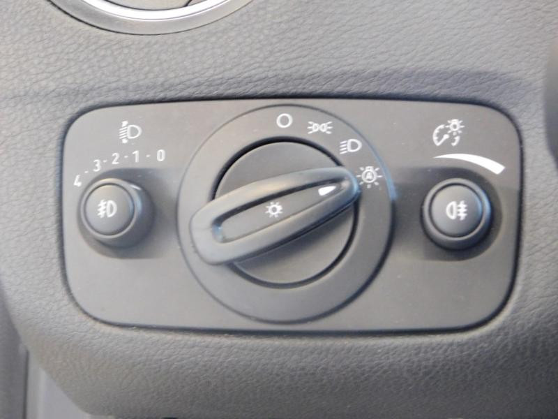 Photo 23 de l'offre de FORD Mondeo 2.0 TDCi 140ch FAP ECO Business Nav PowerShift 5p à 9990€ chez Autovia Véhicules Multimarques