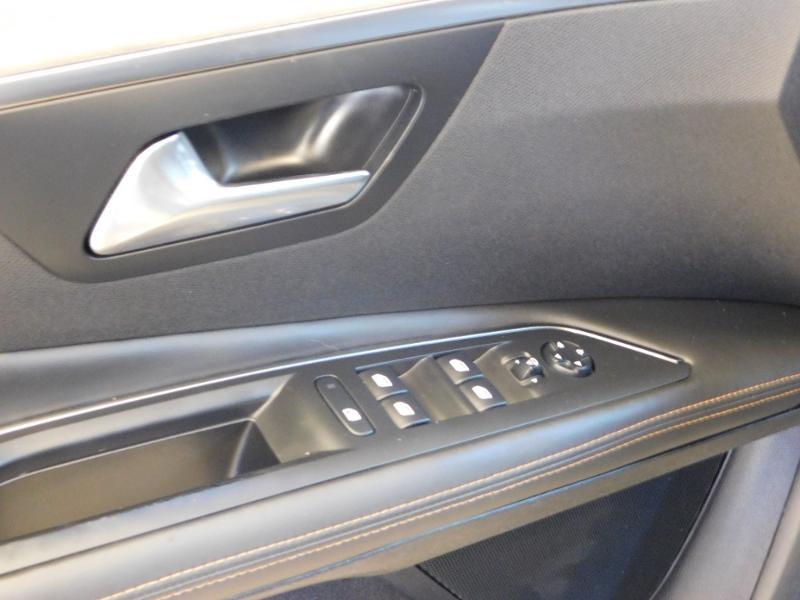Photo 16 de l'offre de PEUGEOT 3008 2.0 BlueHDi 180ch GT S&S EAT6 à 24990€ chez Autovia Véhicules Multimarques