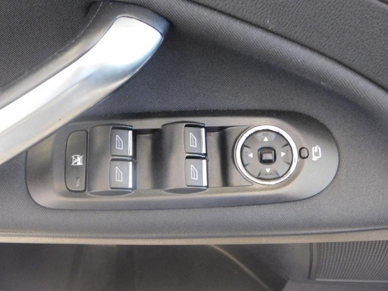Photo 24 de l'offre de FORD Mondeo 2.0 TDCi 140ch FAP ECO Business Nav PowerShift 5p à 9990€ chez Autovia Véhicules Multimarques