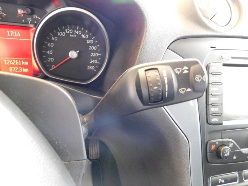 Photo 13 de l'offre de FORD Mondeo 2.0 TDCi 140ch FAP ECO Business Nav PowerShift 5p à 9990€ chez Autovia Véhicules Multimarques